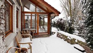 Plánování anávrh konstrukce zimní zahrady jsou přímo závislé natom, jak bude využívána ajaké vní tudíž budou následně panovat teplotní avlhkostní poměry. Nabízí nám skvělou možnost propojení domu spřírodou arozšíření našeho životního prostoru.