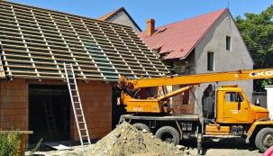 """Minulý týden jsme řešili peripetie s výběrem domu k rekonstrukci. Zjistili jsme, že starší domy často """"klamou tělem"""" a vyžadují osobitý přístup."""