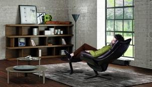 Užijte si chvíle příjemného odpočinku v přelomovém relaxačním křesle Re-Vive od Natuzzi, které vám poskytne nekonečný komfort.