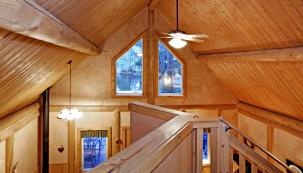 Hlavním problémem staveb na bázi dřeva zhlediska jejich trvanlivosti není ani tak vlastní surovina, jako spíše odolnost konstrukčních komponentů akvality výsledného díla, řemeslné práce. Vše ostatní už je plně vrukách majitele dřevostavby, způsobu užívání apéči ovlastní střechu nad hlavou.