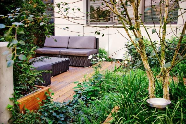 Při plánování velikosti zpevněné plochy pro sezení počítejte i s návštěvami.