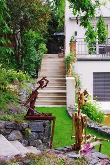 Umění dokáže pozvednout zahradu do krásy, dotvořit styl a vtisknout jí jedinečnost.