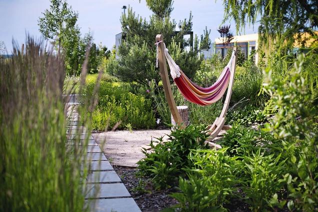 Větší zahrada umožňuje naplánovat nejrůznější zákoutí třeba i s vlastním programem.