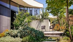 Zimní měsíce jsou ideální pro plánování nové zahrady nebo změn té stávající. Zahradní architekt Ferdinand Leffler poradí, co vše je třeba zvážit při návrhu, na co nezapomenout, abyste byli opravdu svýsledkem dlouhodobě spokojeni.