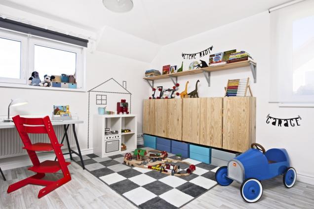 Nezbytný úložný prostor sknihovničkou jasně definuje dětské záliby.