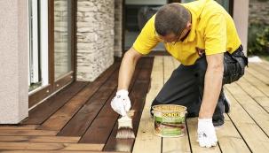 Olej Bondex Decking Oil byl vyvinutý speciálně pro terasy apůsobí nejen proti UV záření, ledu avodě, ale též zabraňuje pronikání vlhkosti dodřeva, šednutí imechanickému poškození.