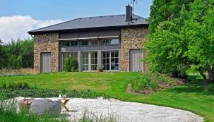 Představte si dům určený k odpočinku, který má originální konstrukci, nízkou spotřebu energie, promyšlené vnitřní uspořádání, pěkné vybavení a nádherný výhled. Zní to jako pohádka, ale přidejte k tomu dva kreativní architekty a sen se změní ve skutečnost. (Foto: Robert Žákovič)