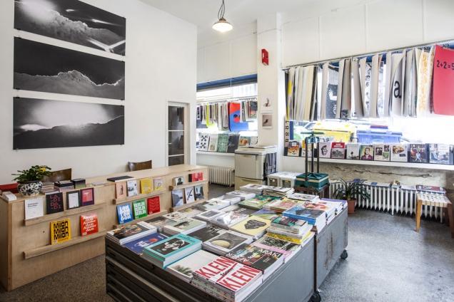Za nejlepší Obchod roku si odneslo cenu letenské knihkupectví PageFive nejen za výstavní činnost obchodu, ale také za festival Lustr, který každoročně představuje tvorbu desítek českých ilustrátorů.