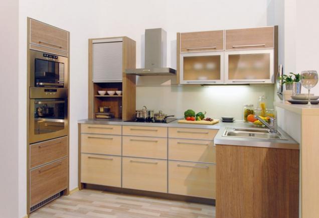 Dřevo je klasika, která nestárne ani spříchodem moderních materiálů. Uklidňuje apřináší donašich domovů pocit sounáležitosti spřírodou. Díky svým vlastnostem ifinanční dostupnosti je vůbec nejproužívanějším materiálem vinteriéru.