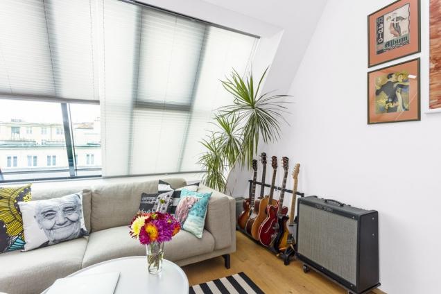 Sbírka kytar zdoby, kdy hrál majitel bytu vkapele…