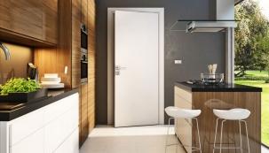 Lakované deskové dveře vjednoduchém designu abílé barvě jsou absolutní klasika, www.siko.cz