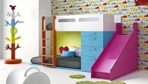 Sestava dětského nábytku spatrovou postelí aklouzačkou, lamino, barvy lze vybírat podle vzorníku výrobce, postel 266,7 x 100 x 146cm aklouzačka 50 x 150 x 126cm, JJP, www.space4kids.cz
