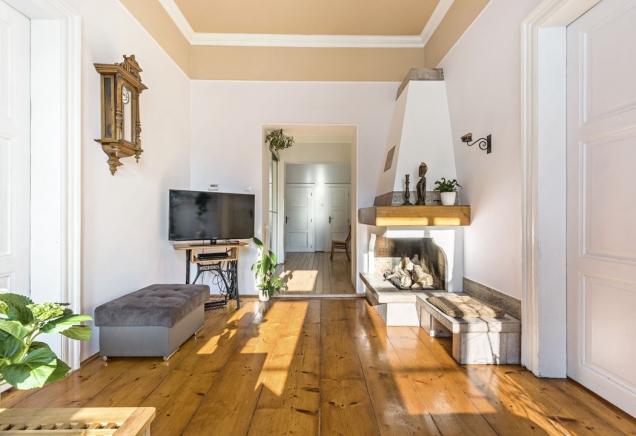 Martin smanželkou adětmi dnes žijí vprvním patře domu, vbytě orozloze asi 120 m2, který už rodiče vpředchozích letech částečně zrekonstruovali.