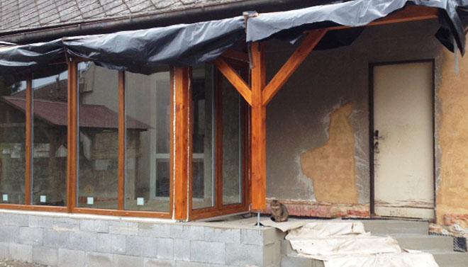 Projekt č. 1: Zimní zahrada aneb odpočívárna na kafíčko - Kristýna Boudová: Chtěli jsme realizovat zimní zahradu u rodinného domu. Dům z roku 1928 prošel vnitřní rekonstrukcí, ale chyběla nám odpočívárna na kafíčko a kytičky...