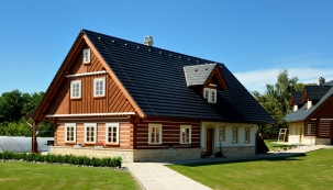 Česko zažívá renesanci roubených staveb (ROUBENKY ROUBAL)