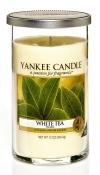 bílý čaj Tato kvalitní svíčka Yankee Candle White Tea hoří až 45 hodin. Vevrcholu voní jako citron, vsrdci ucítíte bílý čaj avzákladu se rozvine vůně pačuli. Hodí se idomoderních interiérů. www.yankeesvicky.cz