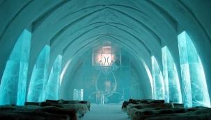 Icehotel 365 se tak stal zajímavým příkladem trvale udržitelného projektu v severských zemích, při jehož realizaci a provozu se plně využívají obnovitelné zdroje energie. (www.dzd.cz)