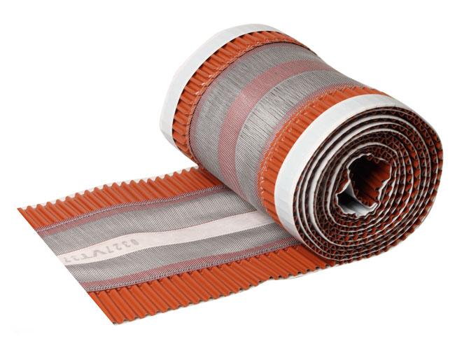 Větrací pás hřebene a nároží TOP-ROLL se středovým výztužným pásem je určen pro intenzivní větrání. (www.hpi.cz)