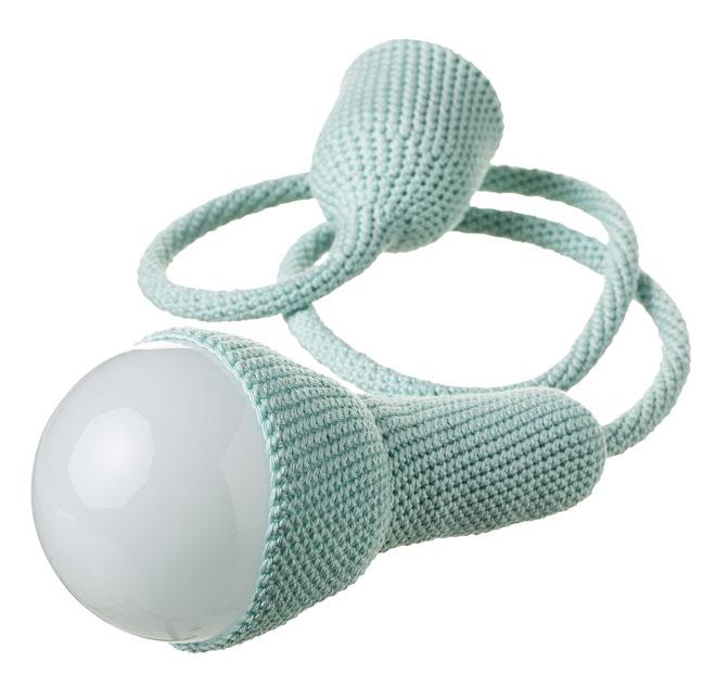 3. Závěsná LED lampa, ručně háčkovaná, zakázková výroba, prodejce Etaussi, www.etsy.com