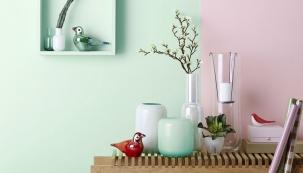 Decentní a nevtíravý odstín mentolové barvy přináší do interiéru pocit svěžesti, lehkosti a čistoty. Skvěle se kombinuje s širokou škálou především pastelových barev, jako jsou růžová, lila…