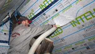 Foukaná celulózová izolace je vhodná pro novostavby i rekonstrukce (www.izolujzdrave.cz)