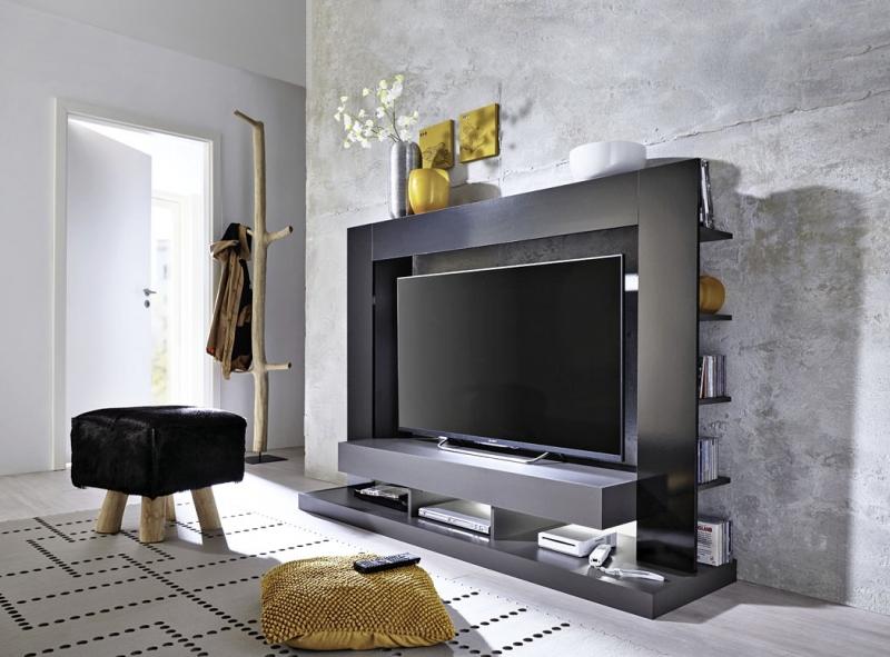 Televizní stěna Play kombinuje materiály dřevotříska/kov/plast, lesklý povrch, 164 x 124 x 46cm, www.asko-nabytek.cz