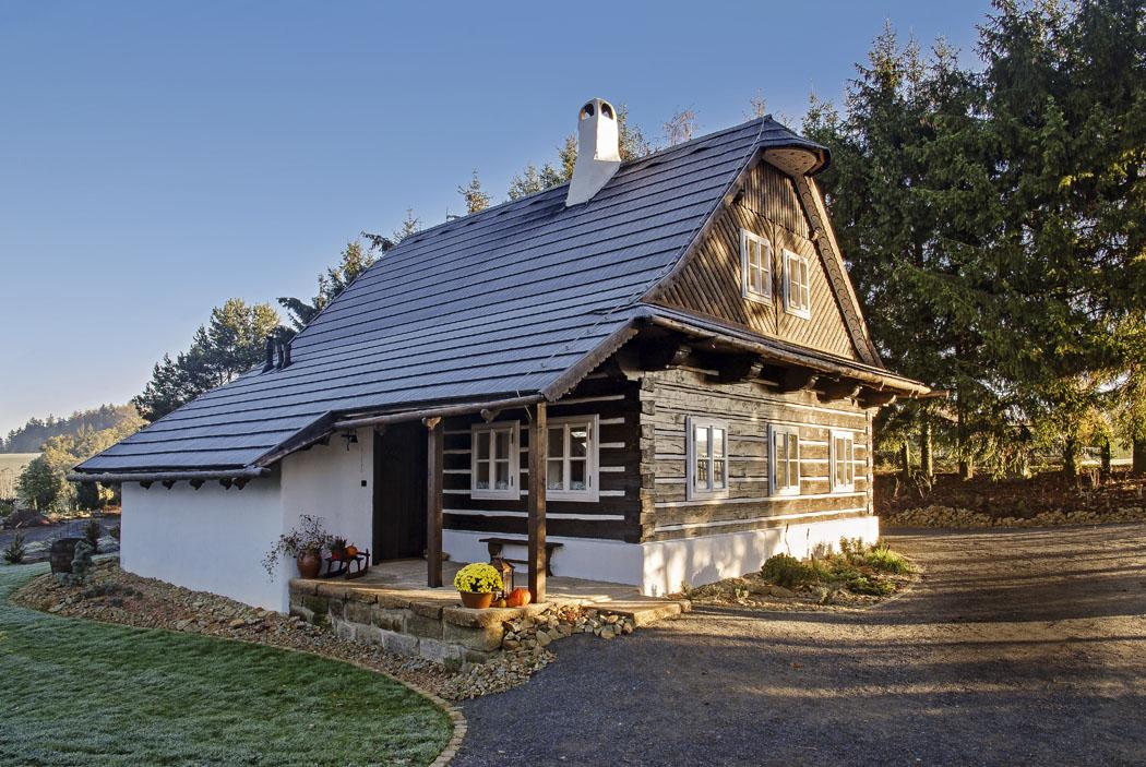 Roubenku Melánku postavili v letech 2014 až 2015 na své rozsáhlé zahradě manželé Štenglovi jako přesnou imitaci zdejších historických stavení. Výstavba probíhala pod bedlivým dohledem odborníka na slovo vzatého, pana Luďka Štěpána, významného historika a zakladatele nedalekého významného skanzenu lidových staveb Veselý Kopec.
