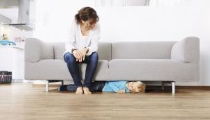 Chcete-li ušetřit rodinný rozpočet apřitom neslevit zuživatelského komfortu, zaměřte se navinyl. Není to materiál navěky, ale kvalitativně zaposlední roky povýšil. Navíc dobře izoluje hluk aje antistatický.