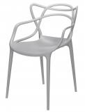 Ve stylu návrhu: Plastová židle Masters je kdostání vevíce barvách, design Philippe Starck, www.kartellshop.cz