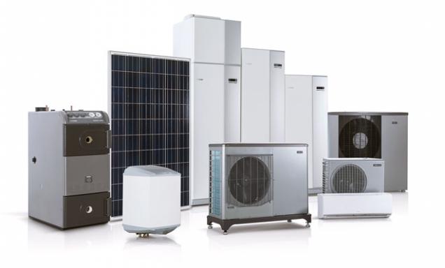 """Tepelné čerpadlo systému vzduch/voda NIBE F2120 svnitřním modulem """"vše vjednom"""" NIBE VVM 320 tvoří kompletní systém pro efektivní vytápění aohřev vody, který je možné dále rozšířit např. oohřev bazénu, chlazení, směšované okruhy apod. (NIBE)"""