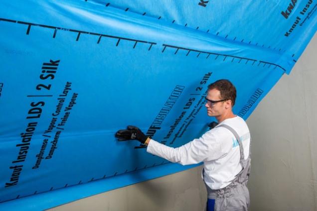 2. Parobrzda Homeseal LDS 2 od Knauf Insulation vytváří vzduchotěsnou a difúzně částečně otevřenou vrstvu. (KNAUF)