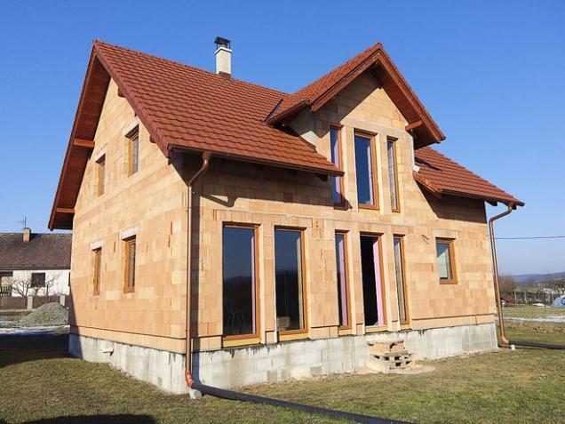 3. cena – tlaková myčka PW 146 C: Michal Oleksulyn a Kristýna Boudová – stavba domu svépomocí