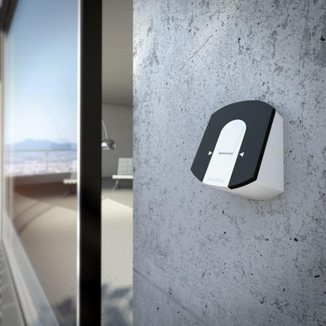 Firma Schüco nabízí celou řadu senzorů pro snímání fyzikálních poměrů uvnitř ivně objektu, například větru, deště, emisí CO2 nebo teploty. Knejdůležitějším senzorům automatizovaného řízení budov pak patří její magnetické spínače, které kontrolují především stav otevření oken, dveří asvětlíků. Signalizují, zda je příslušný otvor vbudově otevřen či uzavřen, uzamčen či odemčen, aaktivně tak přispívají ke zvyšování zabezpečení aefektivity. Využití je především kefektivnímu automatizovanému ovládání oken, posuvů, dveří (bezpečnost, energie, klima vmístnosti), protislunečních jednotek, osvětlovacích jednotek, vytápění apod.