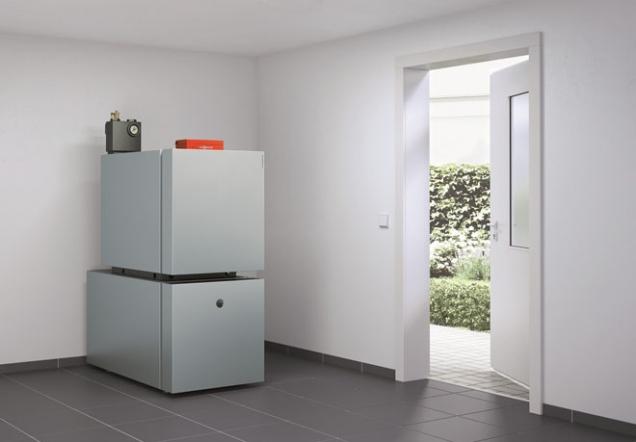 I varianta využití topných olejů je firmou Viessmann dotáhnutá do posledního detailu. I zde vám totiž nabízíme efektivní kondenzační techniku, která bude vaše domácí teplo šetřit. Kombinace olejového kotle a solárního zařízení se stává dlouhodobě udržitelným zdrojem s důrazem na ochranu přírody, ke které se Viessmann hrdě hlásí.
