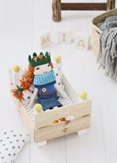 Máte-li rádi hračky z přírodních materiálů, tak tato nenáročná a praktická postýlka pro panenku bude pro vás tou správnou volbou.