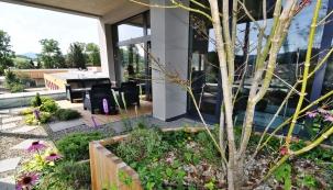 NZEB je zkratka pro budovy stéměř nulovou spotřebou energie avychází zanglického názvu Nearly Zero Energy Building. Jiné domy než stouto energetickou charakteristikou nebude unás možno odroku 2020 stavět.