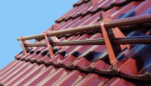 Protisněhové detaily na střeše zvyšují její trvanlivost a bezpečnost (Ilustrační foto: HPI)