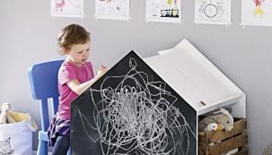 Inspirujte se výrobou nápaditého stolku do dětského pokoje, který potěší každého malého předškoláka i kreativní dítě. Dobrá zpráva je, že ke stolku se pohodlně vejdou i děti dvě.