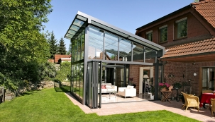 Hliníková konstrukce Solarlux SDL Akzent Plus nabízí optimální tepelnou izolaci, která umožní celoroční využití zahrady.