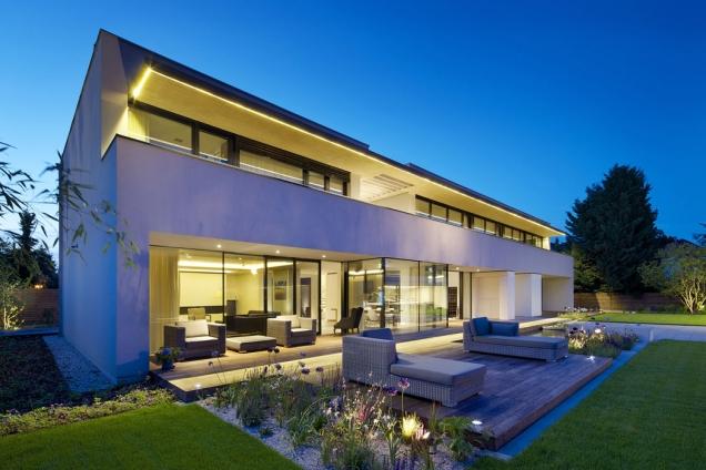 Funkčně aesteticky osvětlený dům nemusí znamenat astronomickou položku vrodinném rozpočtu. Jen je třeba využít smart technologie aúsporné zdroje světla (INSIGHT HOME)