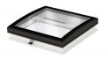 Novinkou roku je světlík Velux se zaobleným zasklením. Bezrámové zasklení umožňuje dokonalý odvod dešťové vody aestetické napojení nastřešní plášť (VELUX)