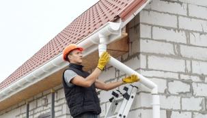 Funkční střechu netvoří pouze konstrukce akrytina, ale také odvodňovací systém amnoho dalších doplňků.