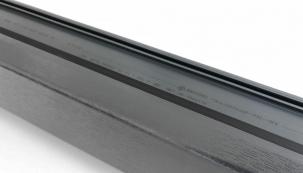 REHAU dává na výběr probarvení PVC nosiče v populární antracitové barvě, respektive v krémově bílém, tmavohnědém či karamelovém odstínu.