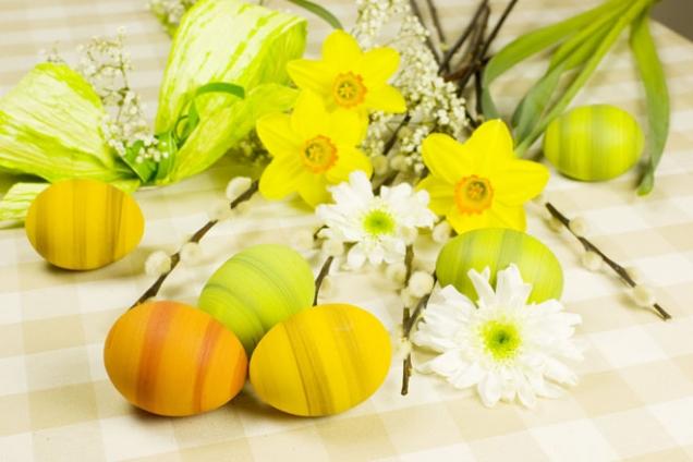 Vejce od nepaměti symbolizuje životní sílu, zrození azmrtvýchvstání, nesmrtelnost, návrat jara adíky skořápce také pocit bezpečí.