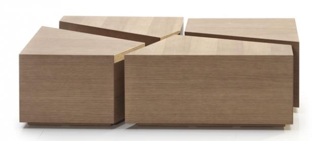 Konferenční stolek Puzzle se skládá zdřevěných dílců, které lze využít isamostatně, verze sotevřenými policemi slouží zároveň jako úložný prostor, 110 × 60 × 30cm, Brik, cena od19999Kč, www.brik.cz