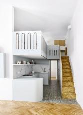 Nábytek včetně zábradlí adalších prvků je vyráběný nazakázku zlamina, fóliované překližky adubové dýhy truhlářstvím ATIN – atypické interiéry.