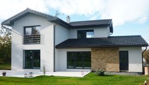 Moderní okna mají potenciál při slušném zacházení a doporučené péči dobře a bez problémů sloužit dlouhé desítky let. (Zdroj: OTHERM)