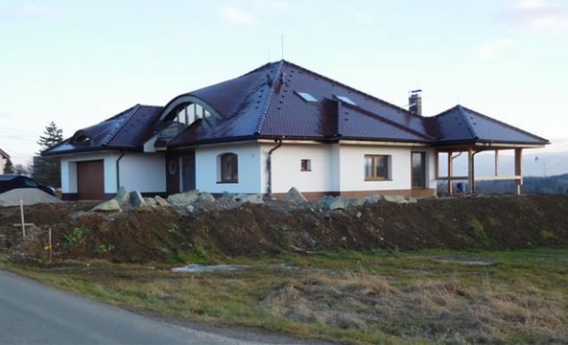 Rodinné domy a obytné stavby: 1. místo – rodinný dům v Horních Bludovicích (Zdroj: TONDACH)