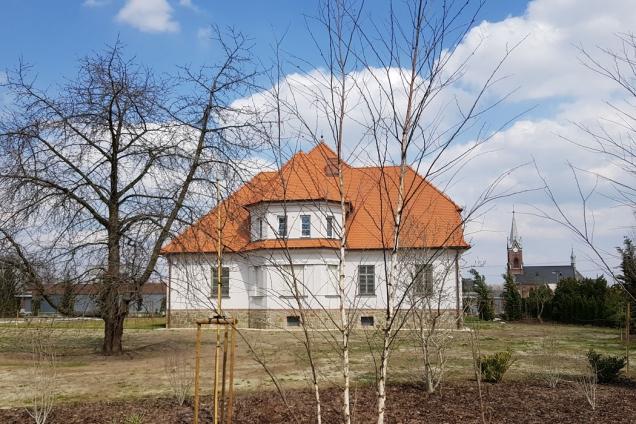 Polkovice zdobí opravená vila s duší první republiky (Zdroj: BRAMAC)