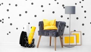 Zdá se vám váš byt nudný? Vsaďte na tečky a puntíky a kulaté tvary, které interiéru propůjčí jistou hravost.